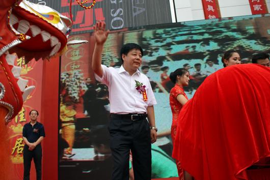 中共香河县委常委、县政府常务副县长张学义先生为开幕式祥龙点睛