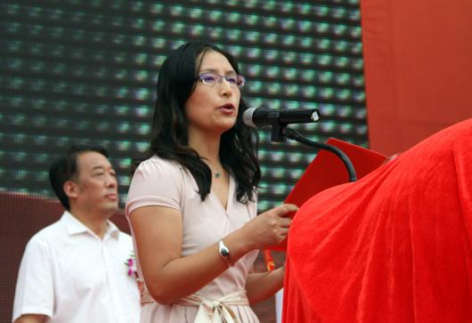 河北省家具协会副理事长李凤婕女士致辞