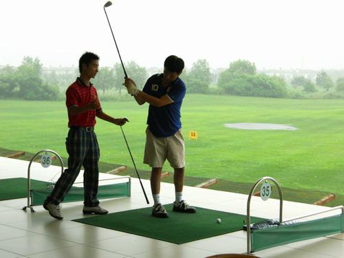挥杆果岭 舞动健康时尚 golf风尚 第三站结束