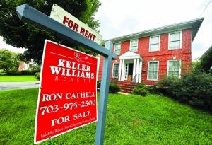 近的阿灵顿县,房屋租赁广告随处可见.-美国新旧住房量价双双暴跌图片