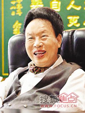 2010年4月,余彭年新捐32亿元投入