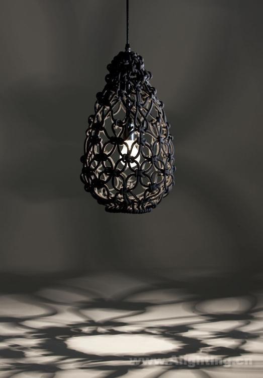 光影抛洒整个空间 绳子编织而成的蛋形吊灯
