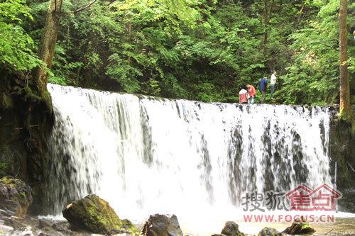 三角龙湾吊水壶风景旅游区