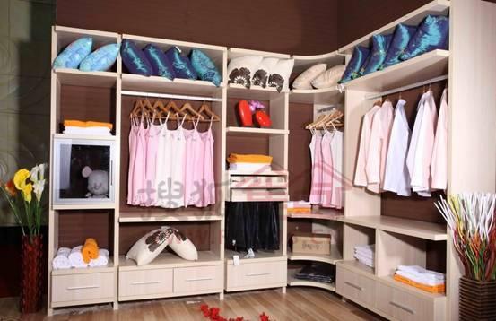 巧妙设计衣柜独立式的衣帽间