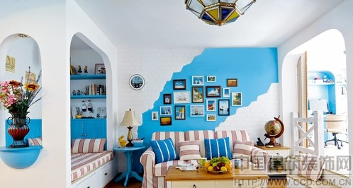 这所公寓,以纯粹泛地中海风格,将88平米的小户型,流畅地划分成了