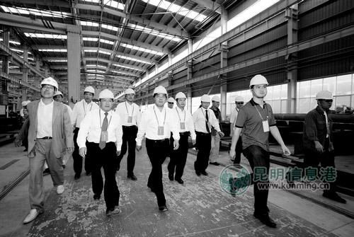 观摩云南建工钢结构生产基地项目