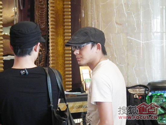 四大天王刘德华模仿者陈黎明到达红运大饭店图片