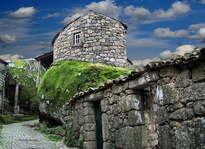 实拍葡萄牙石头村巨石创意住宅 绝对省钱(组图)