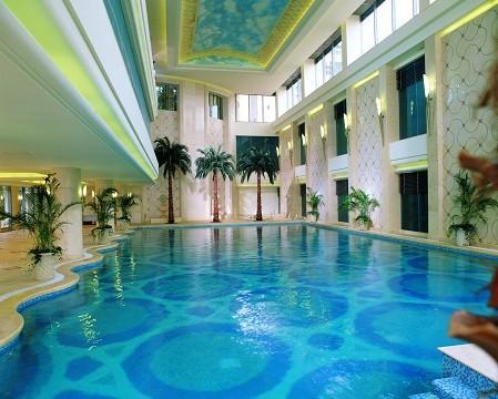 恒温泳池_棕榈泉室内恒温游泳池