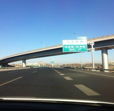 G7京新高速创北京最大斜拉桥纪录