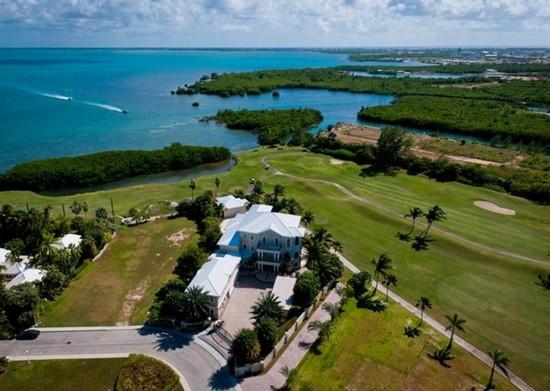 主营开曼群岛土地及海景别墅开发项目