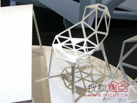 镂空的椅子,看似弱不禁风,实则坚不可摧高清图片