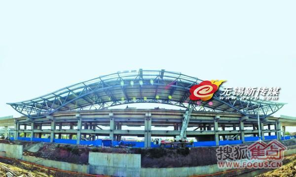 近日,地铁1号线钢结构体量最大,施工难度最高的地面站台———西漳站