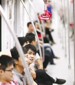 """试乘地铁18分钟 站在车头有种""""穿越""""的感觉"""