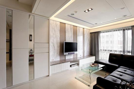 白色雕花板的柜面让简单的造型变得华丽优雅;沙发背墙以黑镜和灰镜构