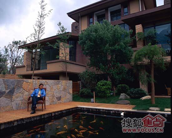 3南郡型,开盘均价仅为6080元/平米,定制溪麓房户别墅区中的露台,小遮阳棚作为阳台别墅高层图片