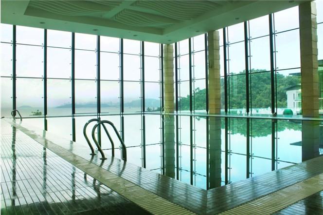 会所室内恒温泳池实景图-银海湾会所无边际泳池体验日 感受中海 精品