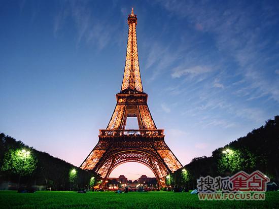 巴黎地标性建筑埃菲尔铁塔