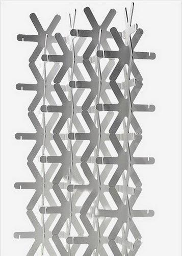 白色六角雪花,把它们一个一个拼插在一起,就拼成了这款风格独特的