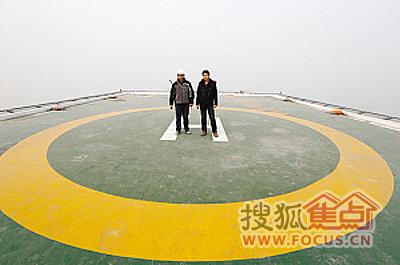 楼顶上的直升机停机坪