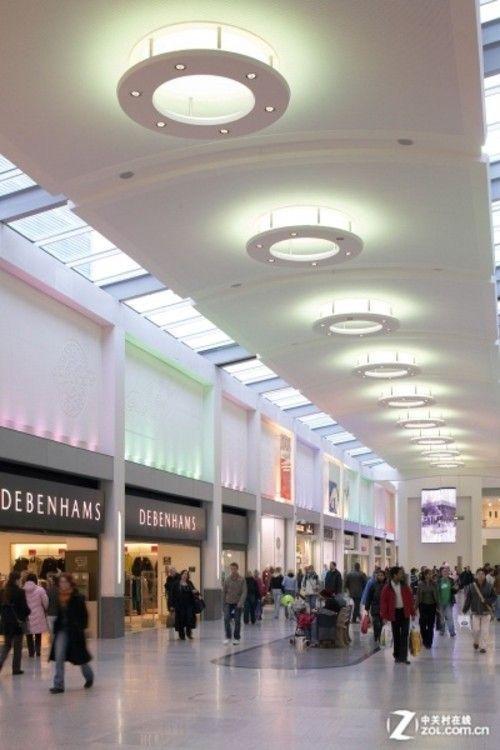 商场装饰灯具设计-焦点大讲堂99 商品橱窗系列之照明设计知识高清图片