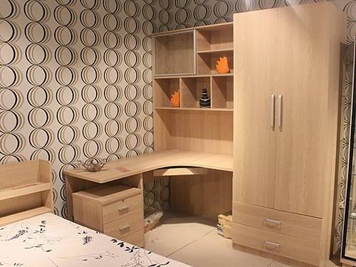 产品描述:这套青少年卧房家具设计注重实用性,转角书柜美观大气图片
