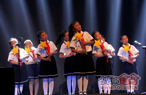 当地福利院孩子合唱《萤火虫》