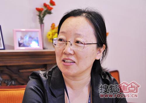 【张黎菲】:我们是上海市宝山区.   【主持人】:面积多大?