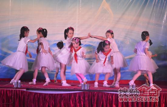 开场欢快的儿童舞蹈《放假了》