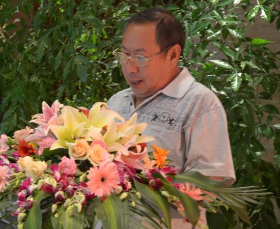 大理州室内装饰行业协会杨宗海秘书长宣读获奖名单