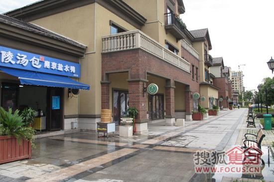 冷清的美式风情商业街图片