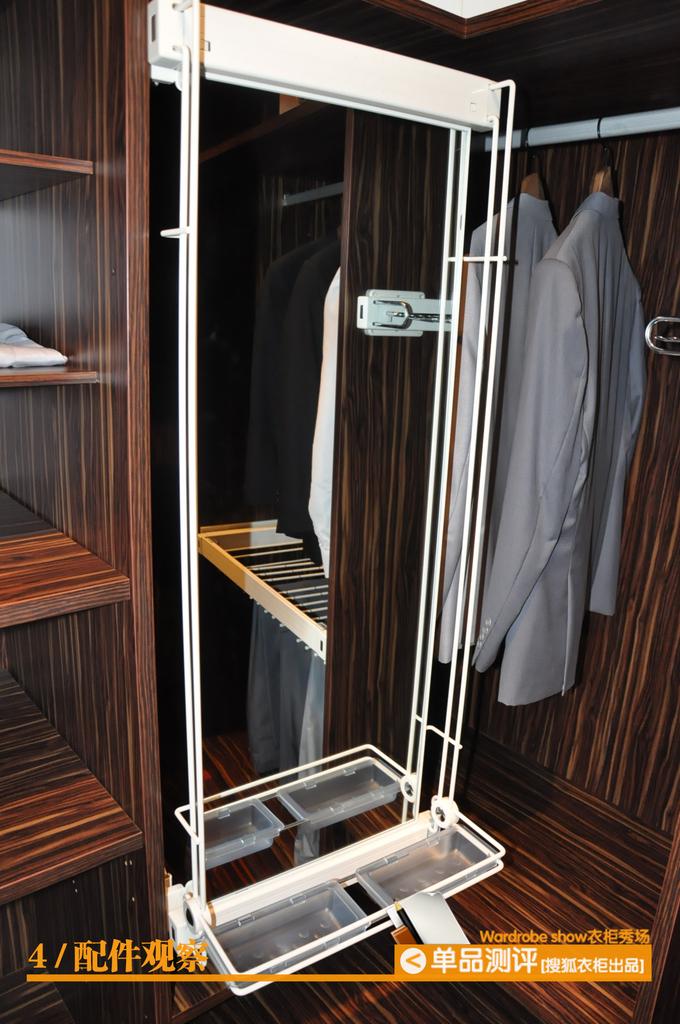 在不占用衣柜空间的情况下使用;也可折叠拉出