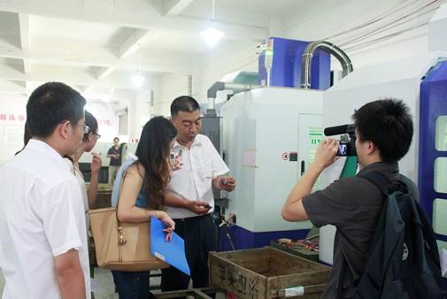 搜狐团队采访拍摄恒洁开平工厂生产
