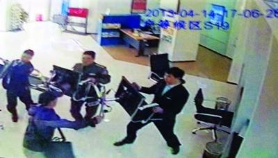 北京软件设计师为凑买房首付 抢银行30万高清图片
