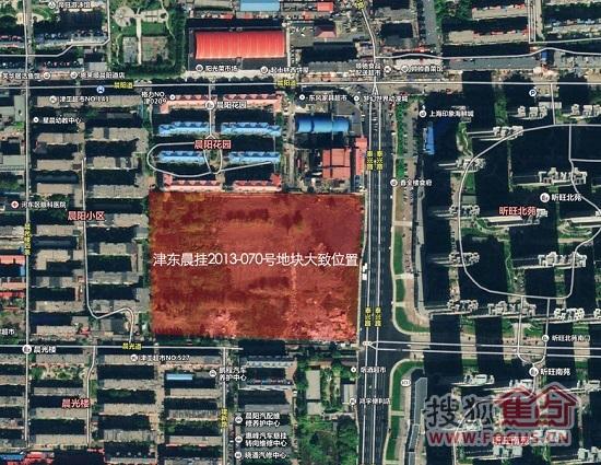 公告显示,该地块位于该地块位于河东区晨光路北侧,其四至为:东至泰兴南路,南至晨光道,西至晨阳里,北至晨阳花园(以挂牌文件附图为准),现状除一间看地平房外其余已达场地平整。土地总面积47229.2平方米,起拍价9.1亿。规划用地性质为居住用地、中小学、幼儿园用地,其中居住用地建筑面积不大于104900平方米(含商业金融业建筑面积不小于37940平方米且不得建设酒店型公寓)。