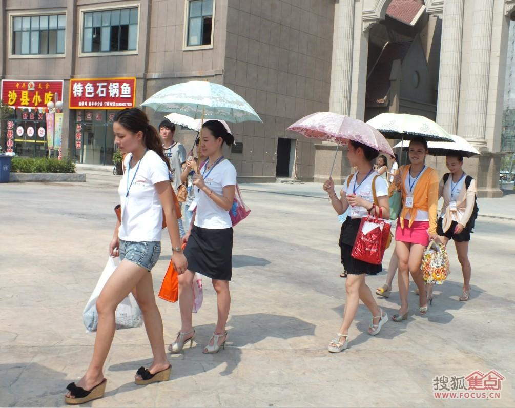 蚌埠绿地中央广场杯空姐海选 一起欢乐嘉年华高清图片