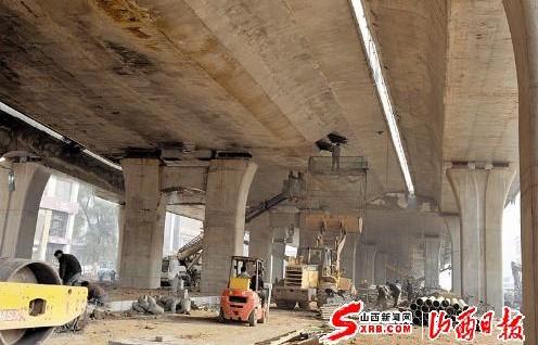 太原南中环街高架桥路段紧张施工