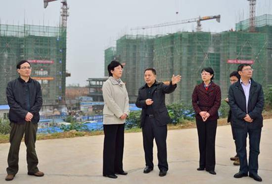 (实习生 魏菁 记者 段小锋)11月9日,市委书记李静前往岷东新区,图片