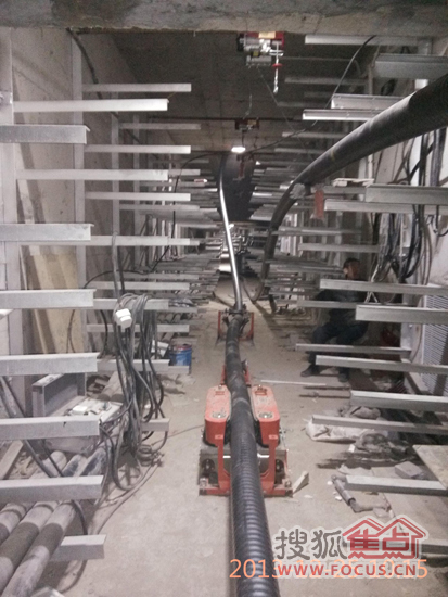高压电缆升龙广场段入地工程施工现场