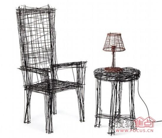 据英国《每日邮报》1月9日报道,这套创意家具由两把椅子,一张圆桌和两