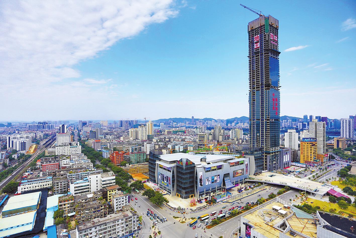 柳州303米地王主楼封顶 成广西第一高楼