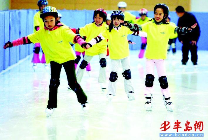 孩子滑冰简笔画