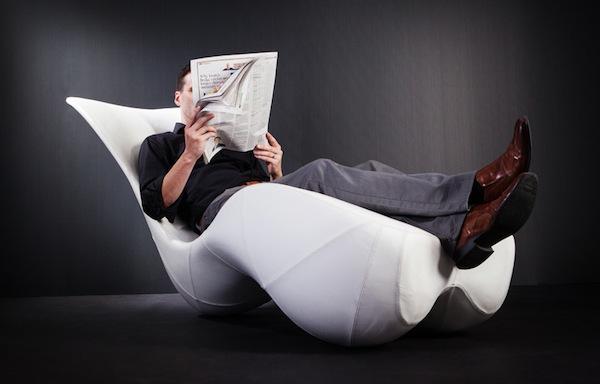 人体不倒�yf�x�_自动直立 不倒翁原理的人体工学大躺椅(组图)