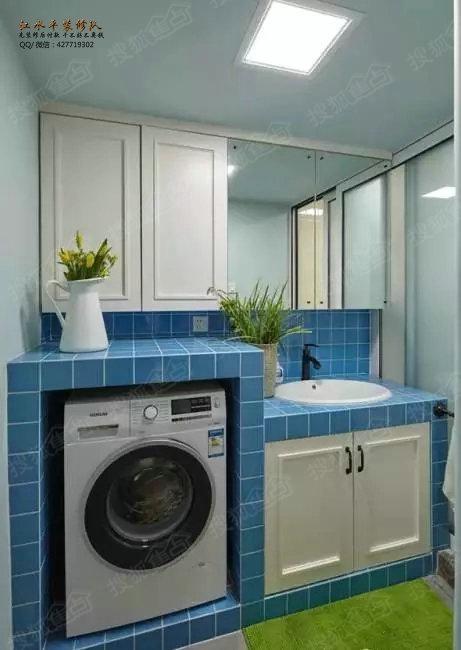 自砌的蓝色卫生间洗衣柜和洗手台