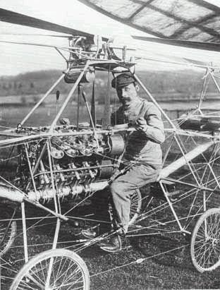 第一架直升飞机起飞