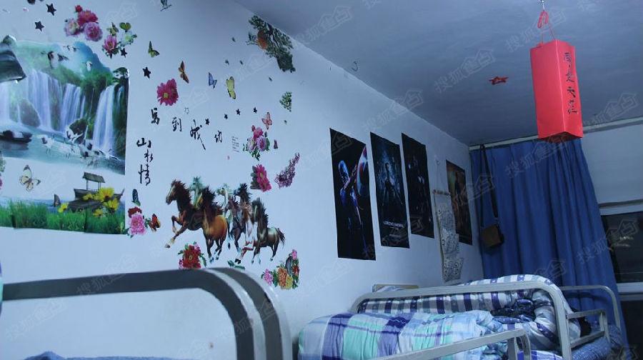 大学生用废旧材料装饰宿舍 温馨干净如小家