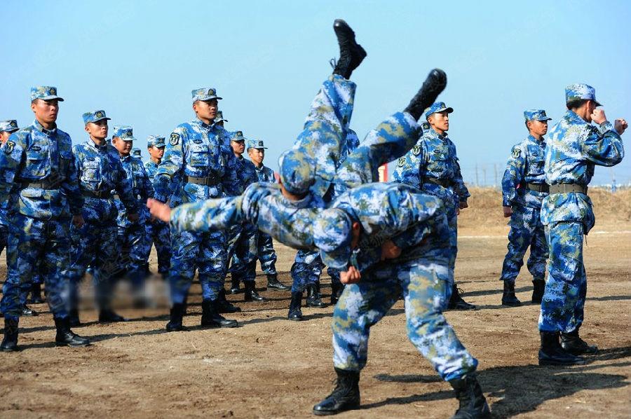 实拍海军新兵入伍训练结业典礼 实战演练
