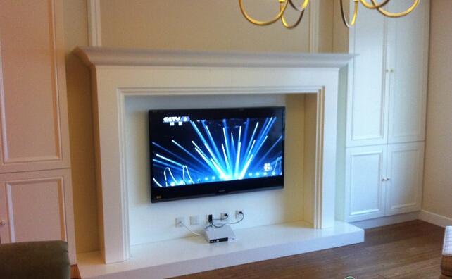 *美式壁爐電視墻,兩邊的柜子超級能裝!居家就是要有很多收納空間啊!圖片