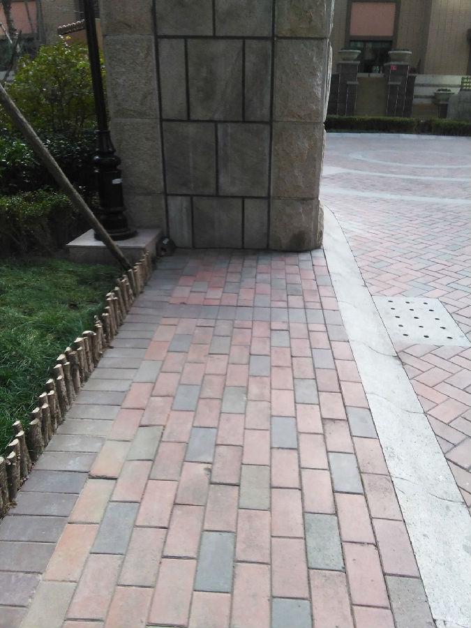 晓港名城部分共用设施不符合无障碍设计原则 应当尽快图片