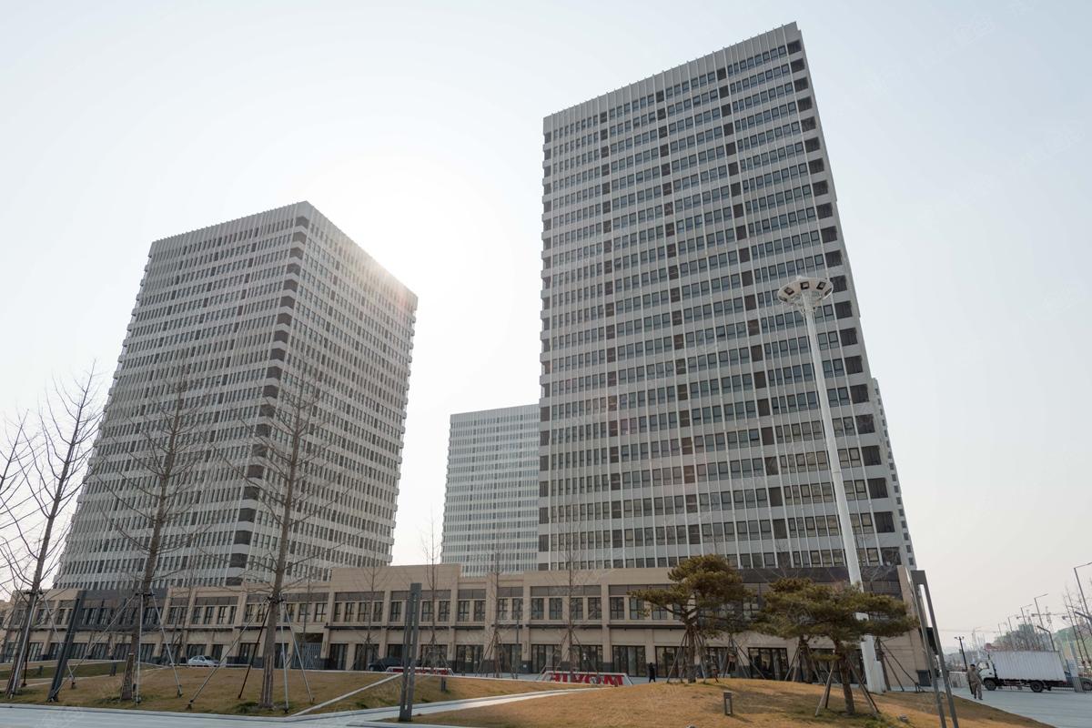 万达·青岛东方影都实景图-公寓外立面